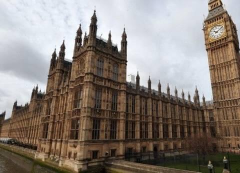 مظاهرات حاشدة أمام مقر البرلمان البريطاني احتجاجا على زيارة أمير قطر