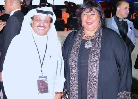 """وزيرة الثقافة تشكر فنان سعودي لمساهمته في إنجاح فعاليات """"سوق عكاظ"""""""