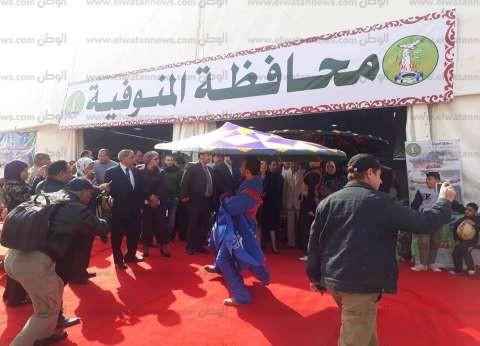 بالتنورة والمزمار.. افتتاح جناح محافظة المنوفية بمعرض إجازة نصف العام
