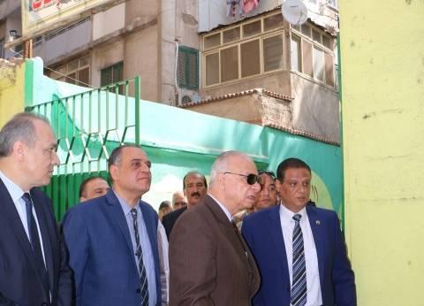 """محافظ القاهرة يطالب بعمل """"مظلات"""" لحماية الناخبين من حرارة الشمس"""