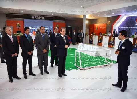 """الرئيس السيسي يتسلم أول """"بطاقة مشجع"""" في بطولة كأس الأمم الأفريقية"""