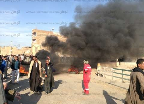 """بالصور  أهالي """"دندرة"""" يقطعون طريق """"مصر - أسوان"""" احتجاجا على اختطاف طفل بقنا"""