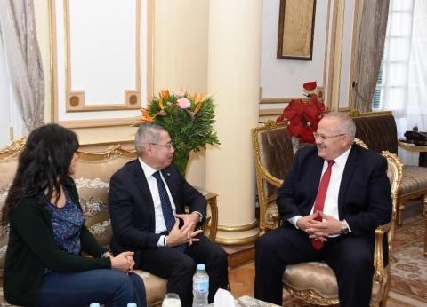 رئيس جامعة القاهرة يلتقي سفير بنما لبحث سبل التعاون العلمي