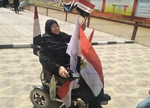 """تحدت شيبتها وصوتت بكرسي متحرك.. """"سنية"""": """"مصر بتناديني مقدرش أتأخر"""""""