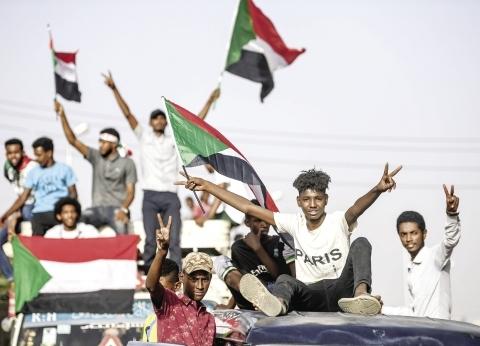 """""""سكاي نيوز"""": محتجون سودانيون يغلقون شوارع وجسور مؤدية لوسط الخرطوم"""