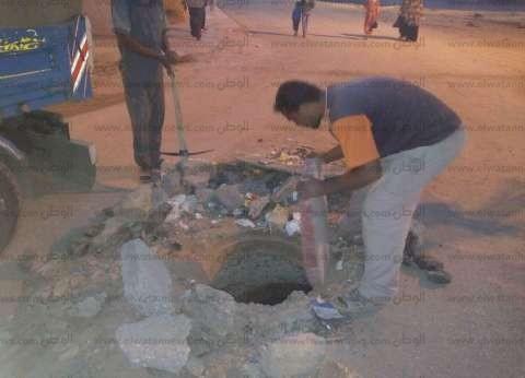 """بالصور  تغطية مطابق الصرف الصحي بـ""""الصداقة الجديدة"""" في أسوان"""