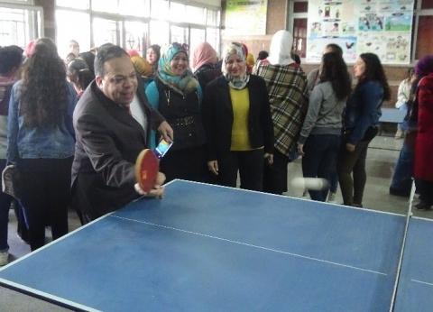 """عميد """"طفولة المنيا"""" يشارك الطلاب يومهم الرياضي الترفيهي"""