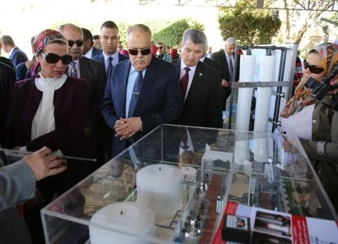 """وزيرة البيئة: """"العربية للتصنيع"""" تساعدنا في إنتاج معدات لفرم المخلفات"""