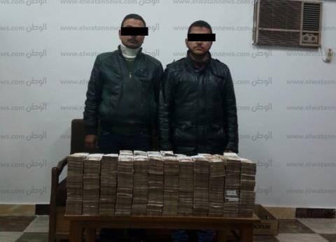 ضبط شخصين بتهمة الاتجار في النقد الأجنبي بحوزتهما 8 ملايين جنيه