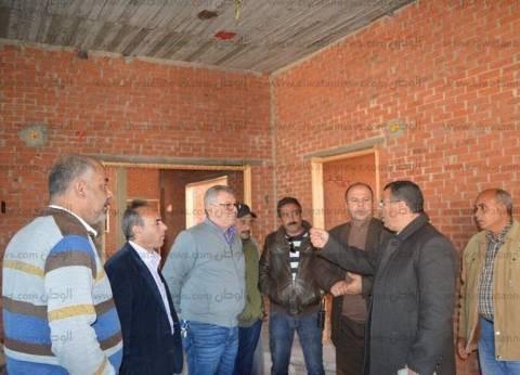 بالصور  رئيس مدينة كفر الشيخ يتفقد مجمعا طبيا أنشأه الأهالي