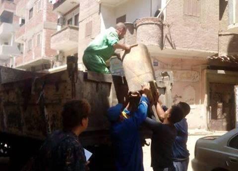 حي غرب المنيا يواصل حملة النظافة بالشوارع والأحياء