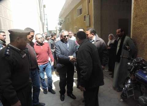 مدير أمن سوهاج يقدم واجب العزاء في أمين شرطة توفي بحادث سير