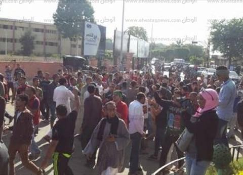 """انطلاق مسيرة للتنديد بـ""""مقتل محتجز"""" بمركز شرطة الأقصر"""