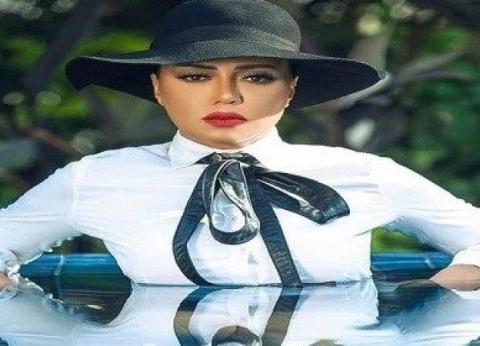 رانيا يوسف تكشف تفاصيل ارتدائها ملابسها كاملة في حمام السباحة