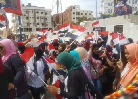 مسيرة طلابية بالغردقة لحث المواطنين على المشاركة بالانتخابات