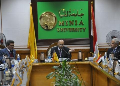 مجلس عمداء طارئ بجامعة المنيا استعدادا لبدء الفصل الدراسي الثاني