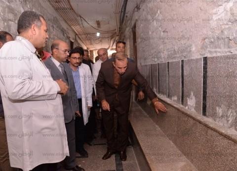 محافظ أسيوط يتفقد أقسام مستشفيات الرمد والشاملة والإيمان العام