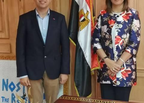 وزيرة الهجرة تستعرض تطبيقا ذكيا لخدمة المصريين في النمسا