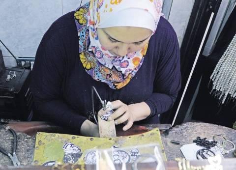 أول فتاة تعمل بالمشغولات النحاسية والذهبية فى «زنقة الستات»