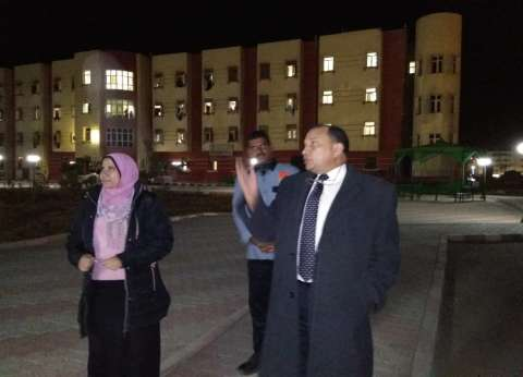 رئيس جامعة بني سويف يفاجئ المدينة الجامعية بزيارة ليلا