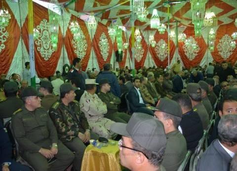 بالصور| محافظ الدقهلية وقيادات الجيش في عزاء والدة اللواء كامل الوزير
