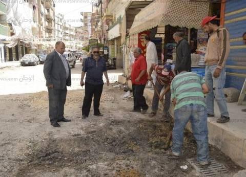 بالصور| رئيس مدينة كفر الشيخ يتفقد رصف عدد من الشوارع