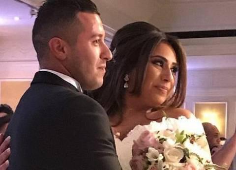 الشرطة الأمريكية تحتجز عروسين ذهبا لقضاء شهر العسل بسبب أن العريس مسلم