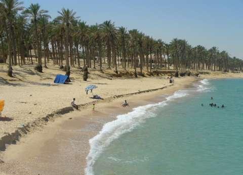 تجميل شاطئ العريش استعدادا لاستقبال المصطافين في العيد