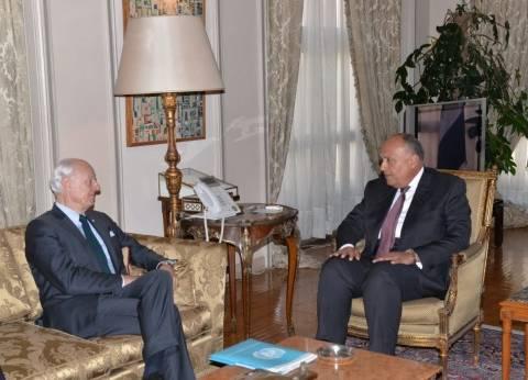 سامح شكري يلتقي المبعوث الأممي لسوريا لدفع الحل السياسي للأزمة السورية