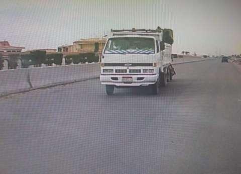 بالصور  سيارة نقل تسير عكس الاتجاه بطريق «السويس - العين السخنة»
