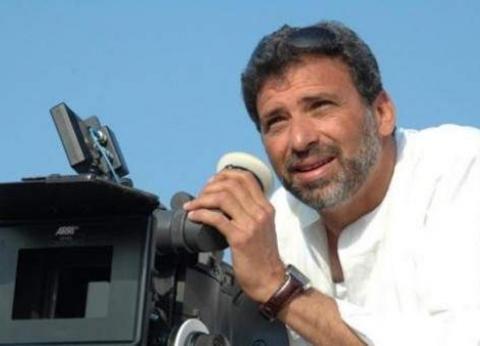 المخرج خالد يوسف يغادر مطار القاهرة متوجها إلى باريس