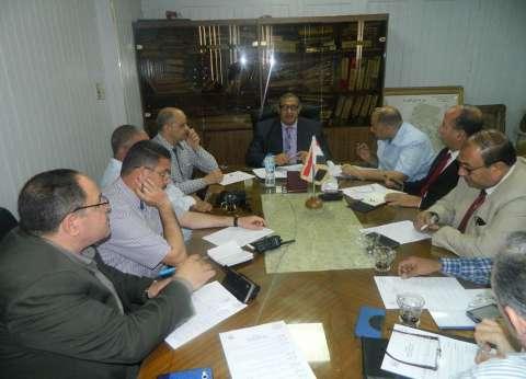 نائب محافظ القاهرة يطالب بمراقبة الأسعار والتأكد من سلامة الأغذية