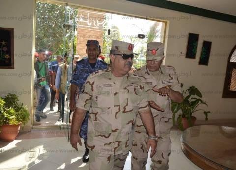 بالصور| اللواء أحمد وصفي يتفقد سير العملية الانتخابية في الغردقة