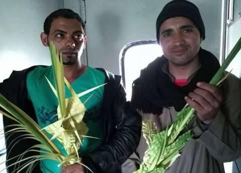 رحلة «فانا وبيشوى» من المنيا للقاهرة لبيع السعف.. «لف وارجع تانى»