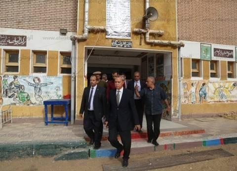 محافظ قنايتابع مشاركةالمواطنين في الانتخابات لاستكمال مسيرةالبناء