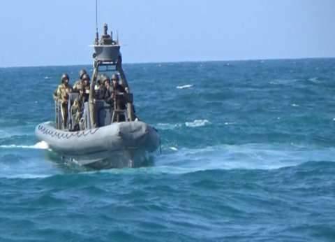 بـ«الذخيرة الحية».. الزوارق البحرية تفرض السيطرة.. وعملية تمشيط تنطلق من ميناء العريش تستمر لـ6 ساعات