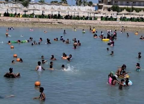 حملة من السياحة والمصايف على شواطئ العجمي بالإسكندرية