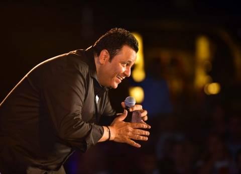 محمد فؤاد يشعل العين السخنة بأغاني التسعينات