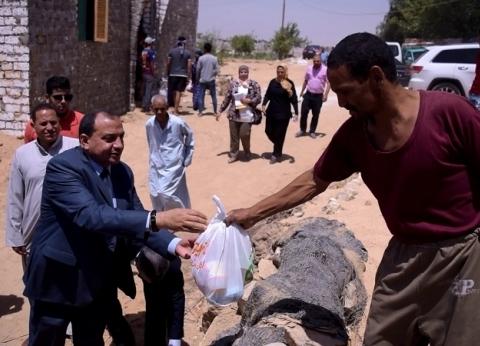 """""""على الزغاريد"""".. رئيس جامعة بني سويف يتفقد توصيل المياه لمنازل""""الورشة"""""""