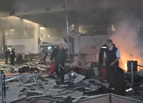 """شهود عيان من مطار """"زافنتم"""": المصابون غارقون في دمائهم وسط بقايا الزجاج"""