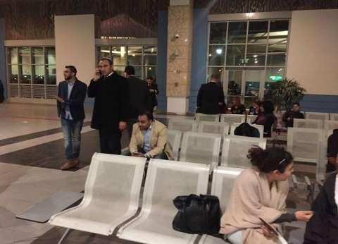 عاجل| وصول أُسر ركاب الطائرة المفقودة إلى مطار القاهرة