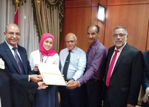 محافظ بورسعيد: افتخر بحصول المحافظة على المركز الثاني بالثانوية