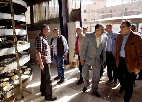 بالصور| رئيس الوزراء يتابع سير العمل بمشروع مجمع المخابز الآلية بالصيادين