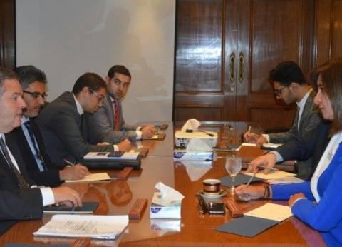 الحكومة تبحث التأمين الشامل على المصريين بالخارج