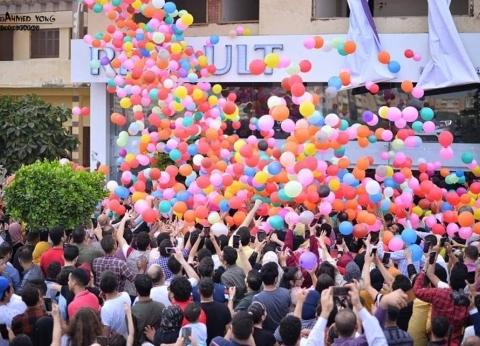 5 آلاف بالونة يخطفون أنظار أهالي بنها بعد صلاة عيد الأضحى