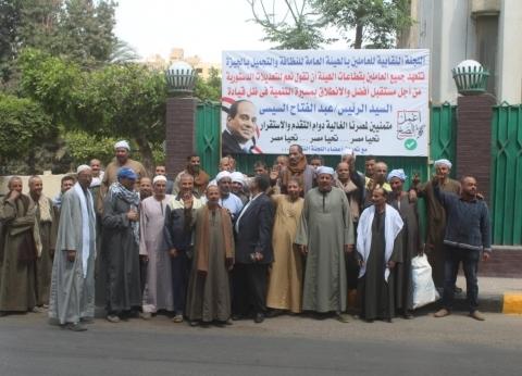 """""""عمال النظافة"""" يشاركون في الاستفتاء بالجيزة ويعلنون تأييدهم للدستور"""