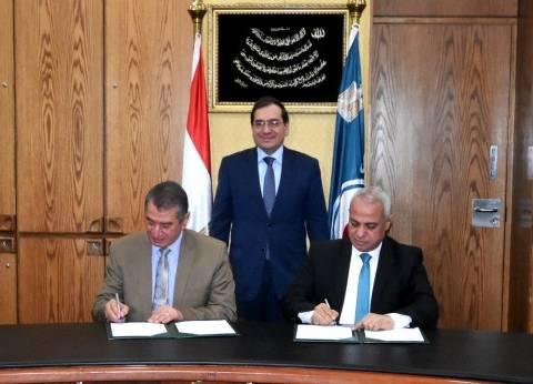 """برتوكول تعاون بين """"البترول"""" ومحافظة كفر الشيخ لإقامة 7 محطات وقود"""