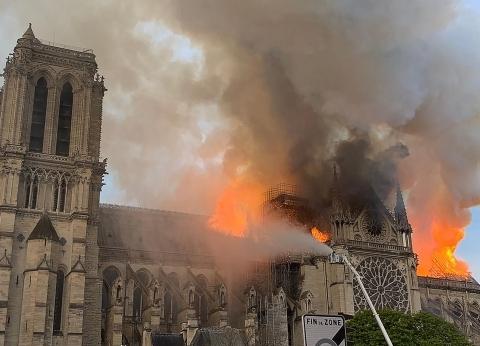عاجل| الداخلية الفرنسية: إنقاذ كاتدرائية نوتردام غير مضمون