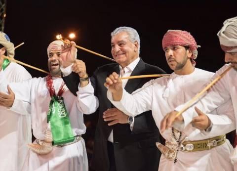 بالصور| زاهي حواس يرقص بالعصا في سوق عكاظ: سعيد بمشاركتي