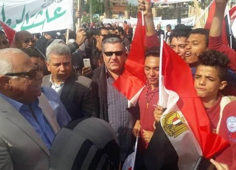 """محافظ بورسعيد يشارك في وقفة """"لا للإرهاب"""" تنديدا بتفجير مسجد الروضة"""